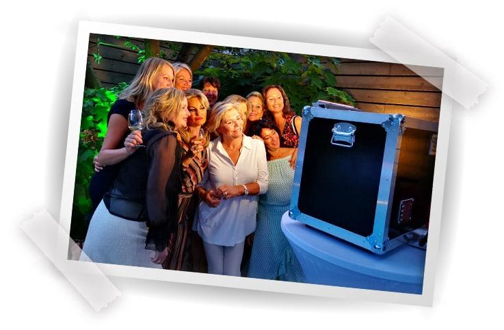 photbooth huren in panningen voor bruiloft of personeelsfeest fotozuil fotohokje (8)
